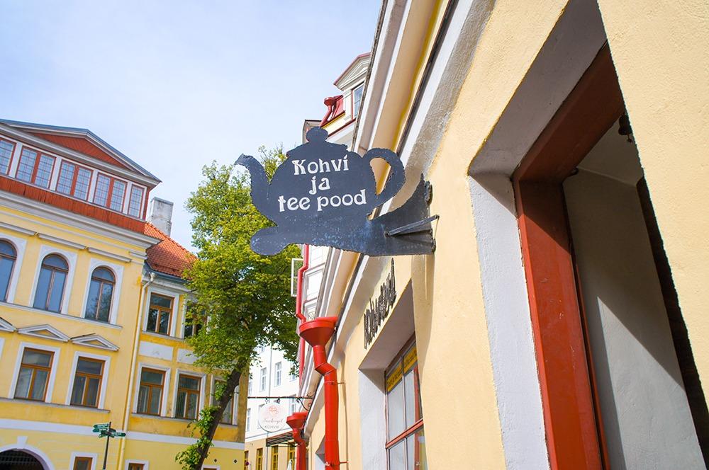 フレーバーティ、茶器を売っているお店だけあってポットの形の看板でわかりやすいですね!店内もお茶のいい香りがしましたよー。
