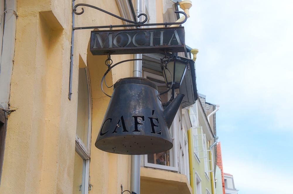 カフェというとカップ&ソーサーのお店が多かったんですが、こちらはポット?ですね。